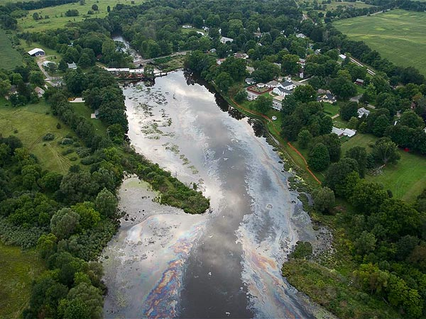 keystone-xl-oil-spill-concerns-freshwater-kalamazoo-michigan_40496_600x450